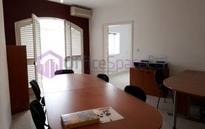 Office Space With 5 Rooms in Balzan