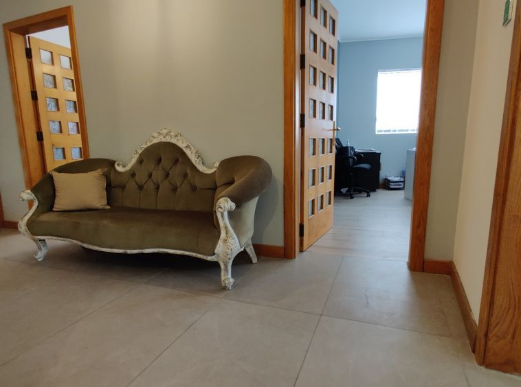 Iklin Office To Let